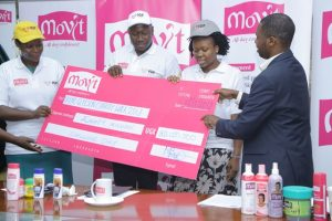 Director Business Growth Movit Mpamizo Bruce(Right) handing over a cheque of 80M to the IGF