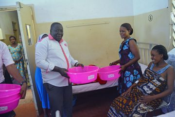 MPL HANDS OVER 1000 ITEMS TO PATIENTS & PRISONERS IN KITGUM